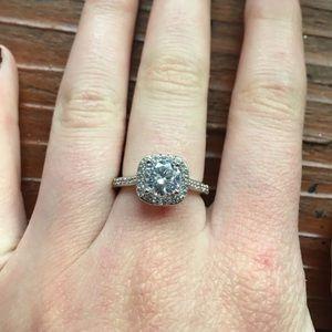 Jewelry - White sapphire ring